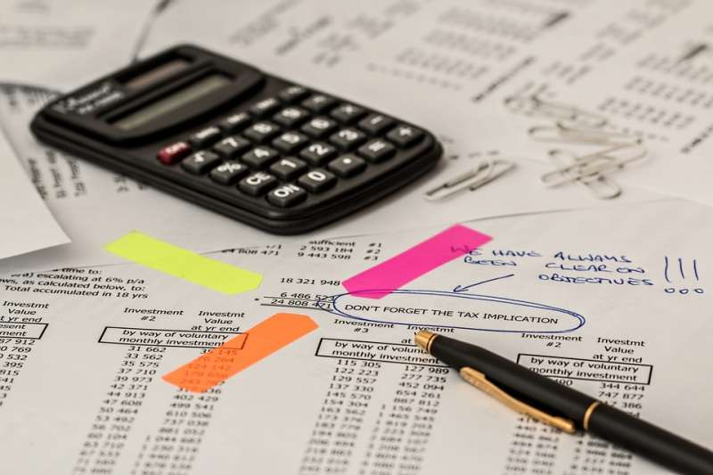 根據yes123求職網今年4月針對國內受雇勞工所做的問卷調查,其中自評壓力最大的行業,是需成天埋首數字的「金融保險與會計統計業」。(資料照,取自Pixel)