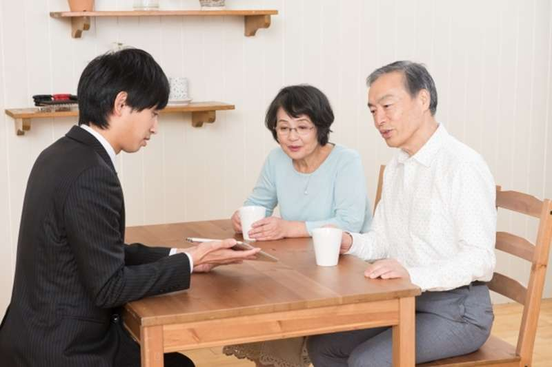 安養信託結合「金融」與「服務」,透過信託制度將財產專款專用,讓高齡者可以在身體健康、意識清楚的情況下,提早規畫晚年財產用途。(示意圖非本人/photoAC)