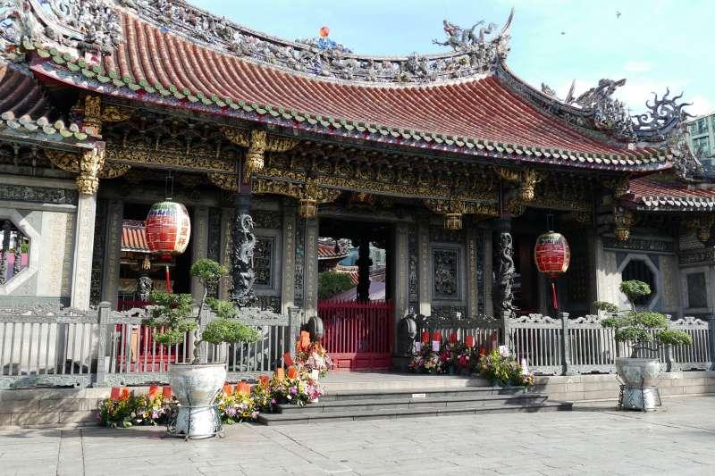 根據文化部文化資產局統計,截至2018年底,全台古蹟共有941筆,縣市之中,以台北市最多,共有171筆。圖為龍山寺。(資料照,取自pixabay)