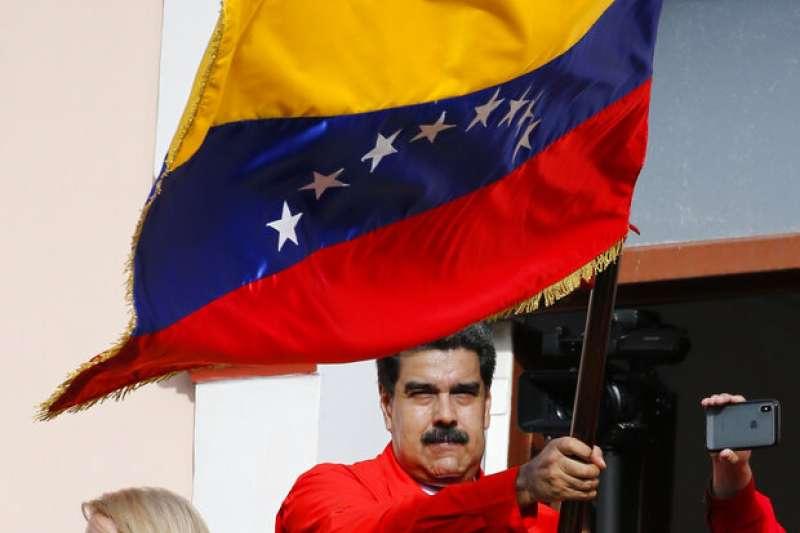 委內瑞拉總統馬杜羅政府於2014年囚禁了一位反對黨領袖,直到2017年一黨獨大制憲議會篡奪了國會的權力,委內瑞拉才被普遍承認為威權的政體。(美聯社)