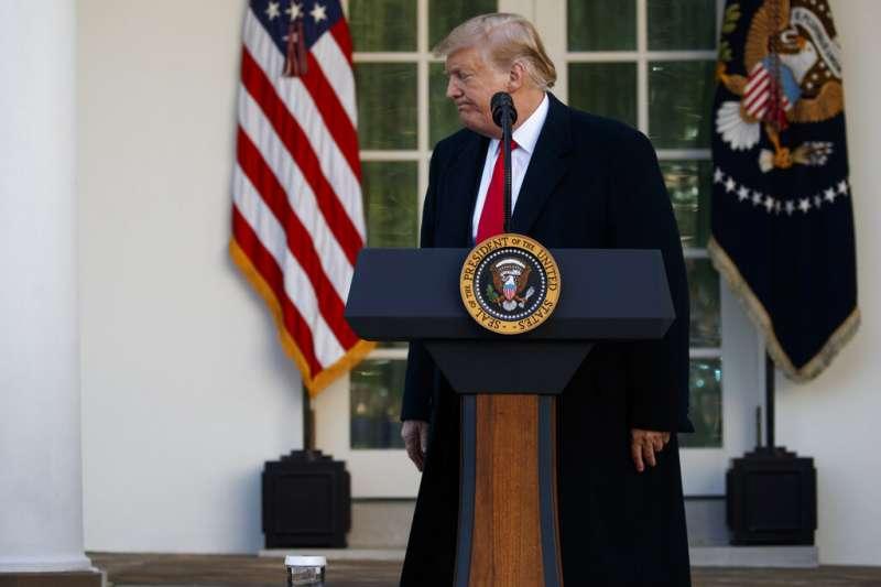 2019年1月25日,美國總統川普在白宮玫瑰花園發表談話,宣布政府關門鬧劇落幕(AP)
