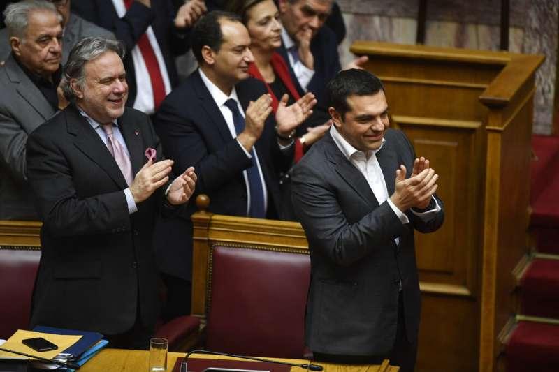 希臘國會25日通過具里程碑意義的更改國名協議,同意馬其頓改名為「北馬其頓共和國」,終結兩國長達27年的爭端(美聯社)