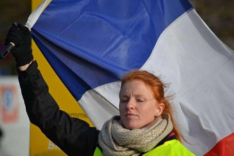 「黃背心」領導人物之一英格麗・勒瓦瑟(Ingrid Levavasseur)宣布參與歐洲議會選舉。(Ingrid Levavasseur臉書粉絲專頁)