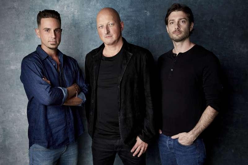 紀錄片《離開夢幻莊園》導演瑞德(中)、韋德(左)、詹姆斯(右)(美聯社)