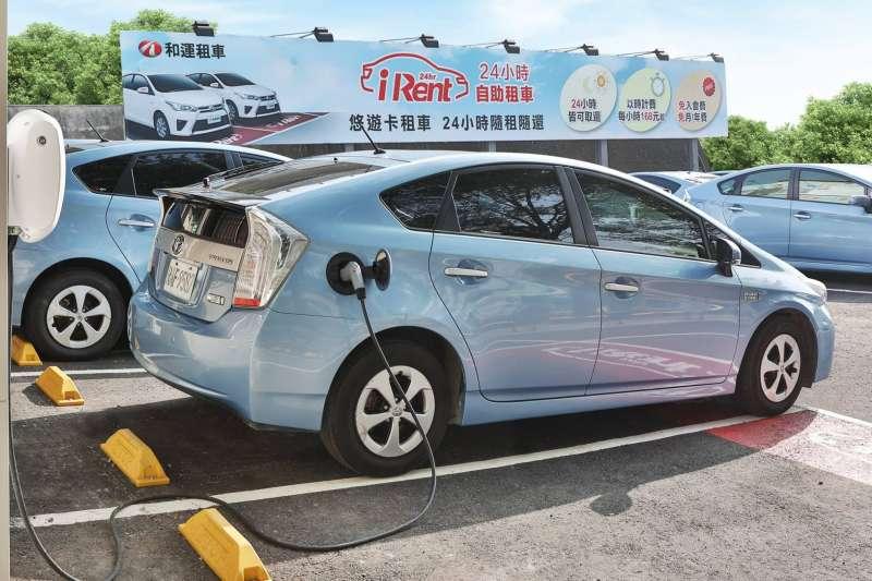 台北市政府先前推動共享運具的「3U計畫」,最後一U的U-Car、共享汽車部分,與當時和運租車(現轉為和泰集團另獨立出的和雲公司)合作,於2018年10月正式推出服務,在北市提供隨租隨還的iRent。(取自和運租車臉書)