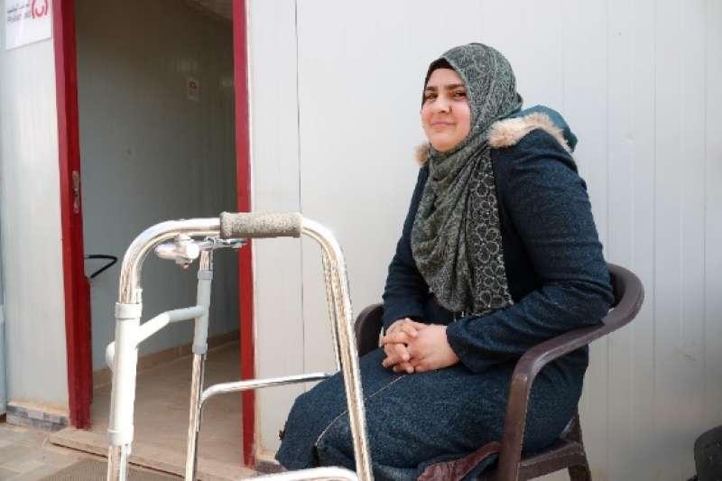 20190127-天如專題配圖-一名遭流彈所傷的19歲敘利亞少女,因傷後未能及時接受治療及復健而衍生垂足症,受傷至今已逾4年仍無法走路。(台灣路竹會提供)