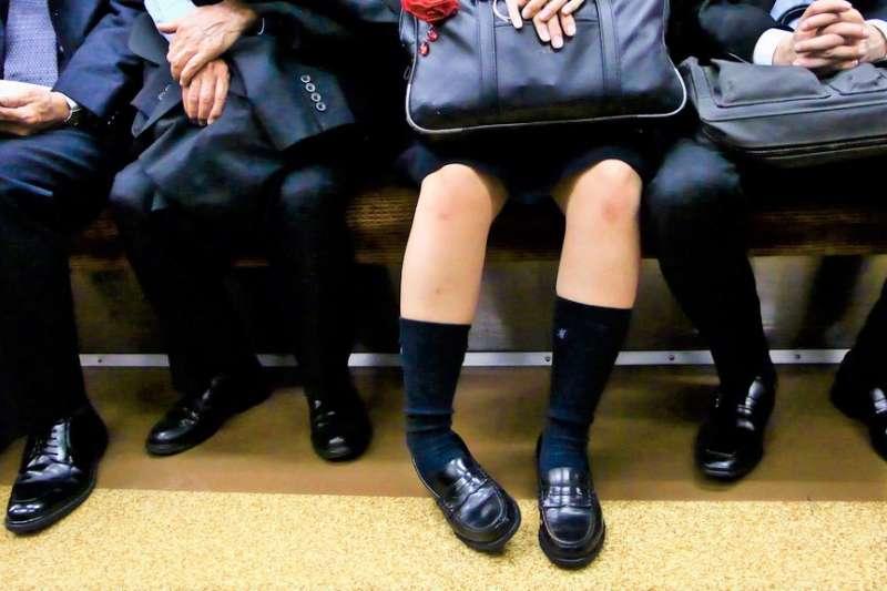 為何有些人冬天都不怕冷,可以穿短褲就出門呢?(圖/elmimmo@flickr)