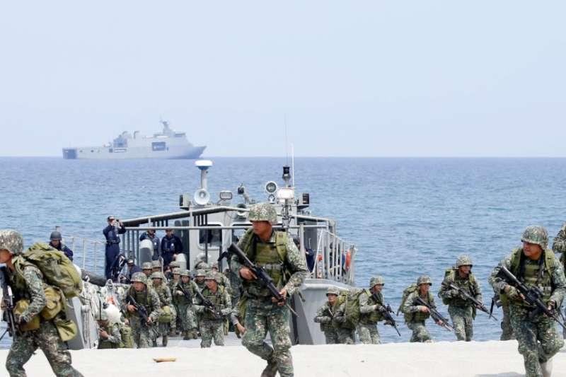 菲律賓與美國海軍陸戰隊2018年5月9日在菲律賓面向南中國海處進行兩棲登陸聯合演習。(美聯社)