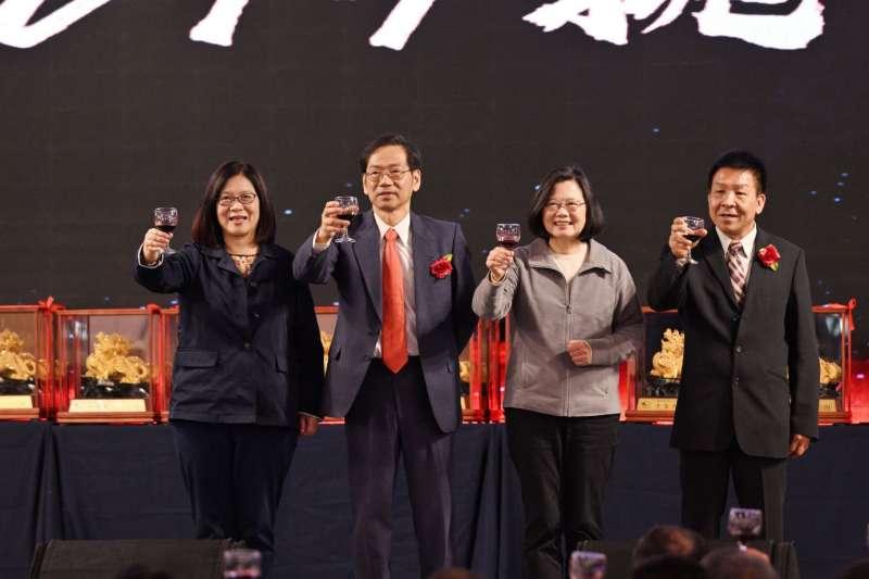 光陽機車於1月27日舉辦高屏經銷商年度尾牙,蔡英文總統也到場祝賀(圖/光陽機車)
