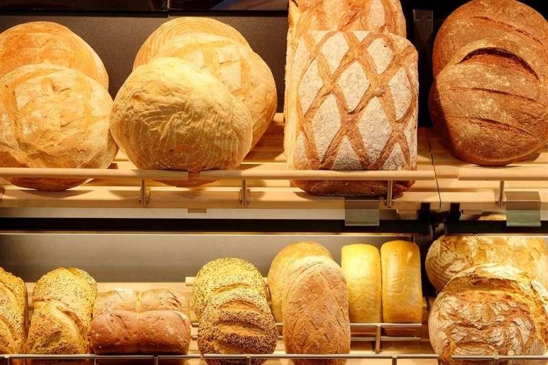 大家選購麵包除了價錢考量之外,更應該注意麵粉、油脂、餡料等食安關鍵才能吃得安心。(圖/食力foodNEXT提供)