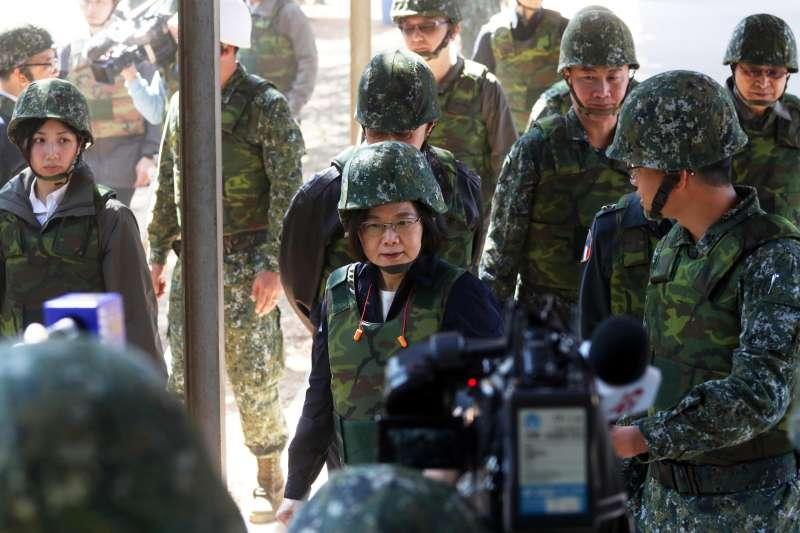 20190129-總統蔡英文29日上午接續走訪中部地區單位,包括空軍清泉崗基地、陸軍58砲指部及成功嶺營區。(蘇仲泓攝)