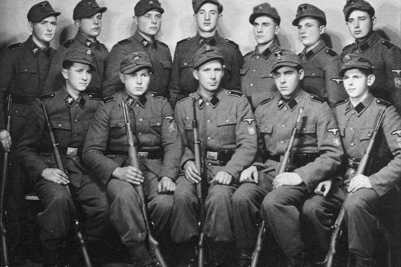 二戰時許多烏克蘭人因為反對蘇聯的佔領,加入了納粹黨第14武裝親衛隊擲彈兵師,投入與紅軍的戰鬥。他們當中的許多人,戰後成為中華民國的反共友人。