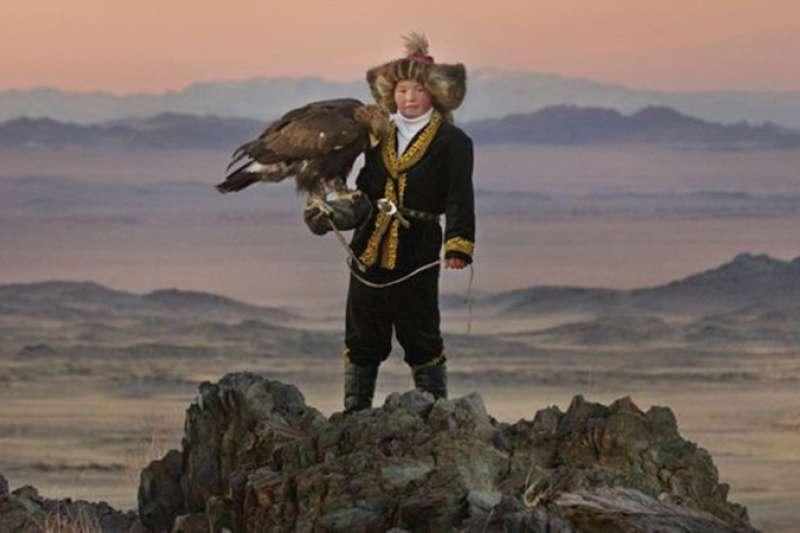 《女獵鷹人》(The Eagle Huntress)是2016年蒙古國紀錄片,票房與風評俱有不俗表現。(圖/想想論壇)