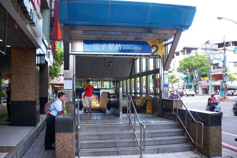 搭乘捷運往返台北與板橋時,你是否曾有過:「江子翠捷運站的名稱怎麼來」的疑問?本文整理5個常見於日常生活中,但90%台灣人都不知道的小知識。(取自維基百科)