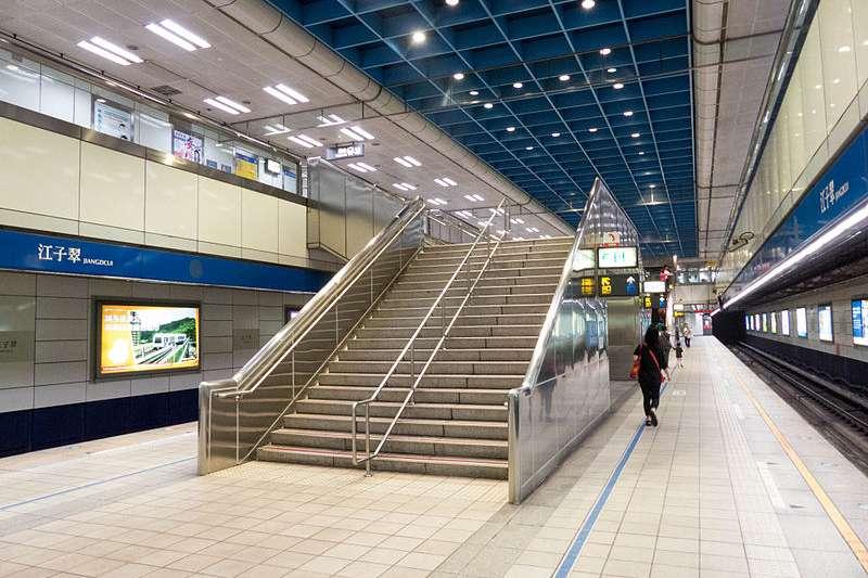 搭乘捷运往返台北与板桥时,一定会经过的江子翠捷运站。(取自维基百科)
