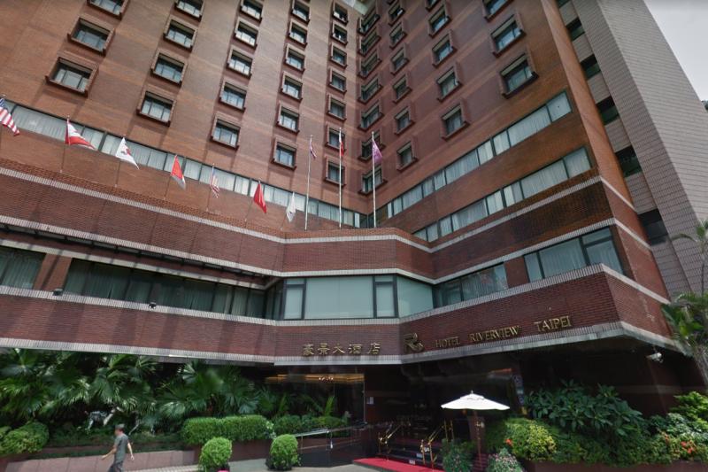 20190129-孟穎專題配圖-台北、新北市交通幹道中興橋下,環河南路77號的豪景大飯店,正是過去白色恐怖一切政治案件的起源──調查局本部。(取自Google map街景)