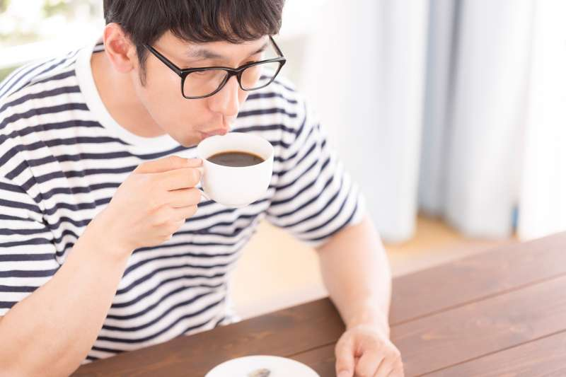 寄杯咖啡另一層的數位策略,是吸引人流,成功帶起週邊消費(圖/pakutaso)