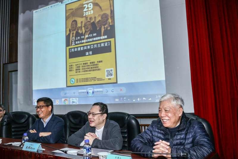 20190129-香港占中三子陳健民(左)、戴耀廷(中)、朱耀明(右)出席「雨傘運動與東亞民主展望論壇」。(蔡親傑攝)