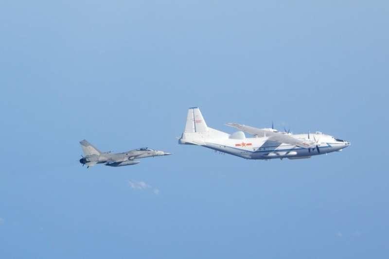 8電子偵察機在台海中線來回巡弋4趟,加劇對台施壓。(國防部提供)