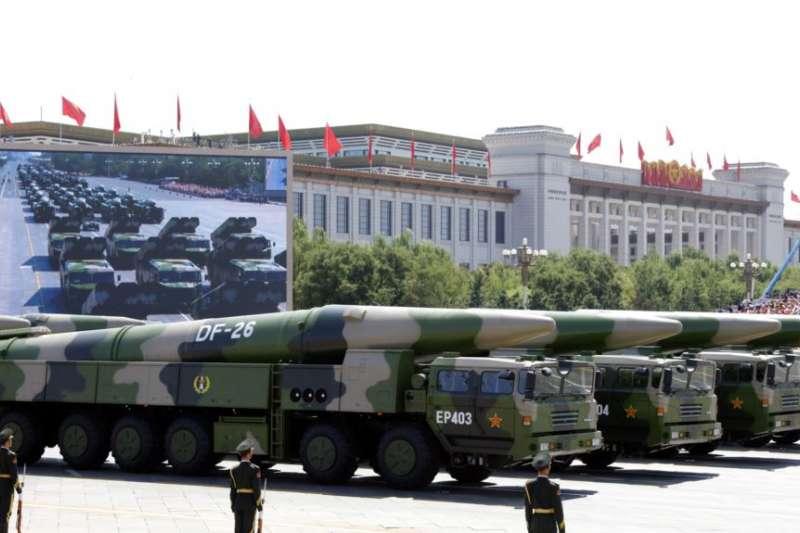 中國在2015年9月3日紀念日本二戰投降70周年閱兵式上展示的東風-26型中程彈道導彈。
