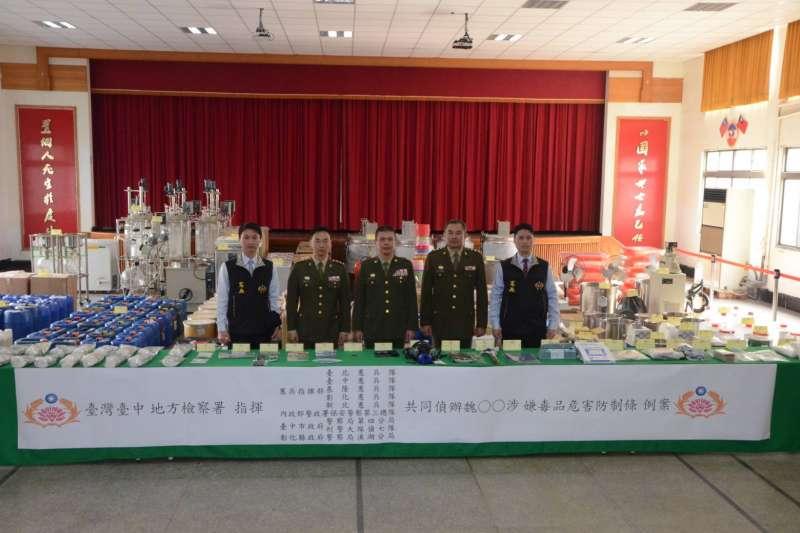 國防部憲兵指揮部所屬202指揮部台北憲兵隊與多個單位成立共同組成專案小組,於本月23日至25日查獲製毒工廠。(憲兵指揮部提供)