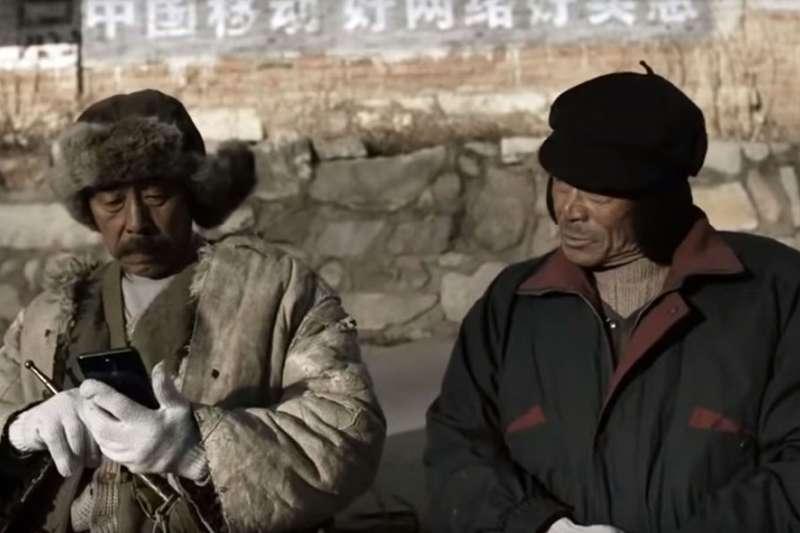 《啥是佩奇》裡爺爺的尷尬,是獨居老人跟社會脫節的一個縮影。(翻攝自YouTube)