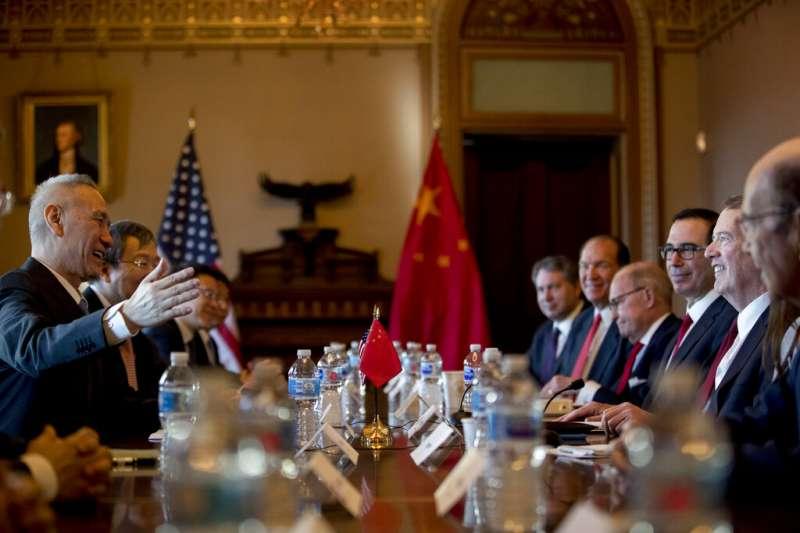 中國國務院副總理劉鶴與美國貿易代表萊特希澤在華府展開磋商。(美聯社)