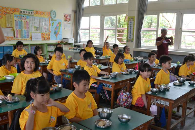 作者認為,台灣中小學的設計導向成「訓練中心」,但應該要著重「情境」部分的元素。圖為雲林縣國小學生示意圖。(資料照,取自雲林縣政府網站)