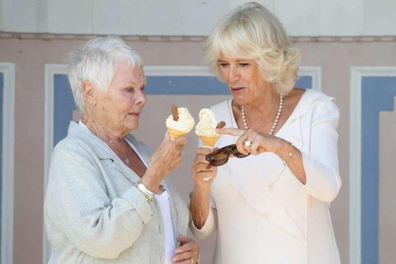 吃冰不能用舔的?那到底如何才可以像淑女般吃冰淇淋?(圖/Getty Images)