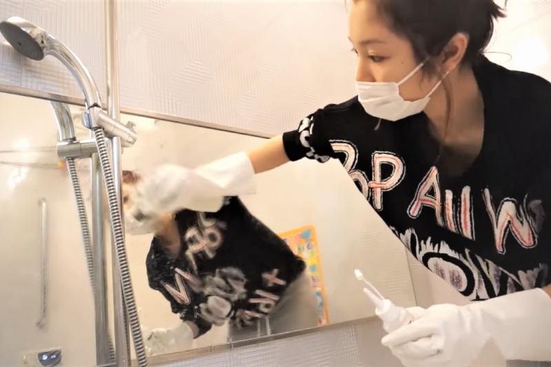 年前的大掃除,特別是廚房跟浴室最令人頭痛!來看看家事達人的6大掃除妙招,保證事半功倍。(示意圖,非當事人/取自youtube)