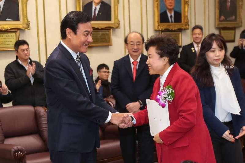 20190201-國民黨新科立委沈智慧(右)、立法院長蘇嘉全(左)1日出席宣誓就職典禮。(顏麟宇攝)