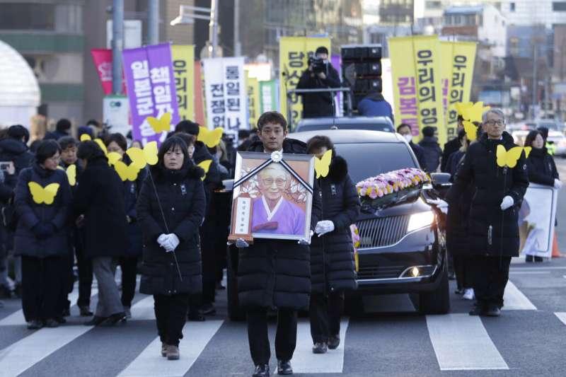 2019年2月1日,南韓已故慰安婦受害者金福童的告別式於首爾舉行。(AP)