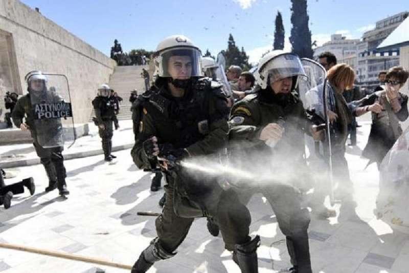 川普授權對邊境難民動用武力。(瑞典茉莉提供)