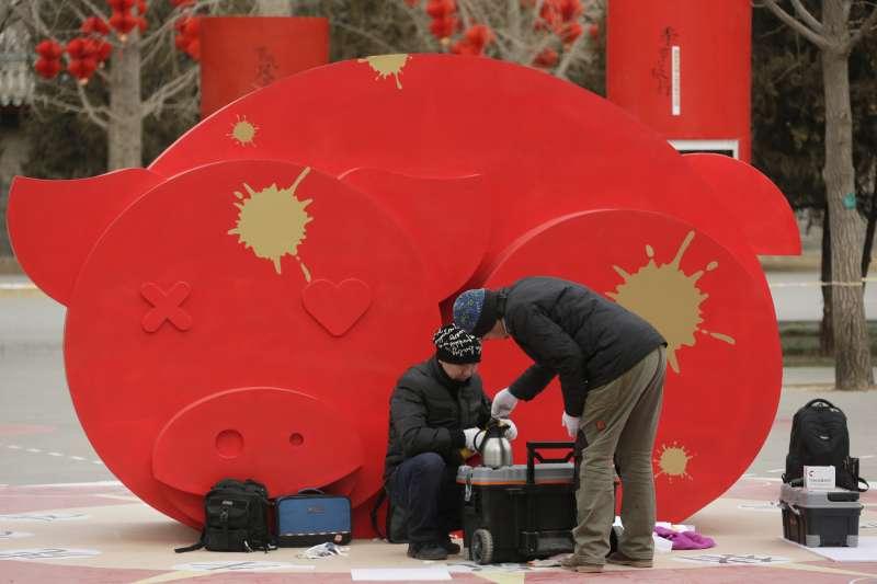 上個土豬年發生越戰和達賴喇嘛流亡,香港風水大師盧恆立認為,這次土豬年暗潮洶湧(AP)