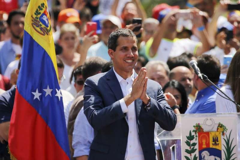 2019年2月,委內瑞拉臨時總統瓜伊多帶領支持民眾大舉走上街頭示威(AP)