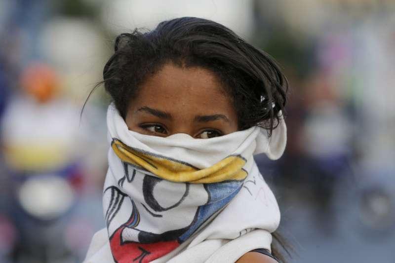 2019年2月,支持委內瑞拉臨時總統瓜伊多的民眾大舉走上街頭示威(AP)