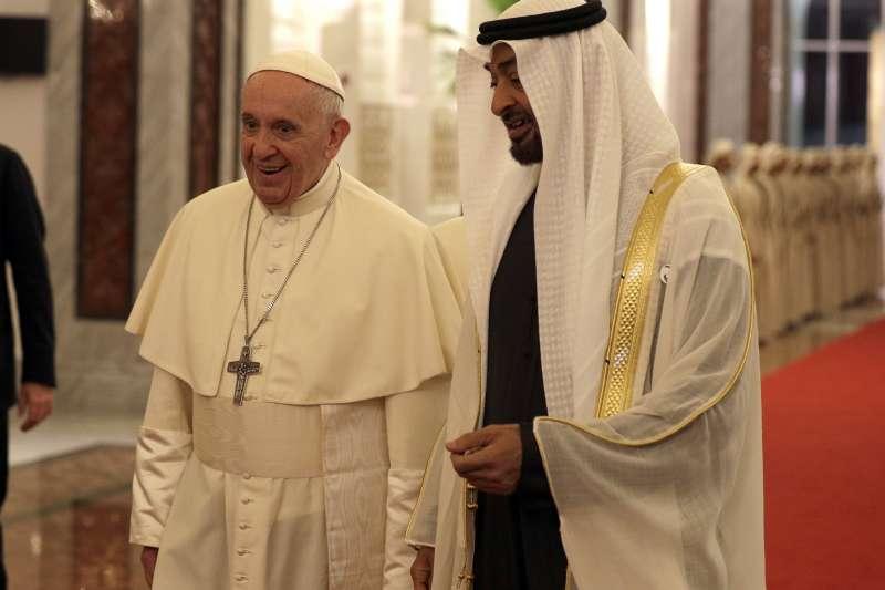 羅馬天主教教宗方濟各與阿拉伯聯合大公國阿布達比王儲穆罕默德(AP)