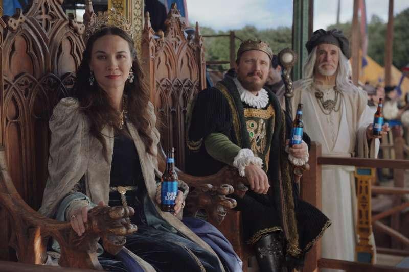 2019年美國美式足球超級盃,HBO與百威淡啤合作推出的廣告讓觀眾耳目一新。(美聯社)