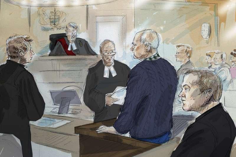 加拿大連續殺人魔麥亞瑟(Bruce McArthur,右二)至少殺害8名男同志,這是法庭審判素描(AP)