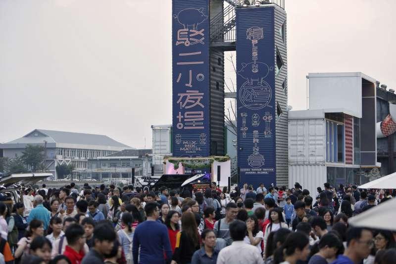 今年春節,高雄人潮滾滾,各大觀光景點都吸引不少民眾前往。(高雄市政府提供)