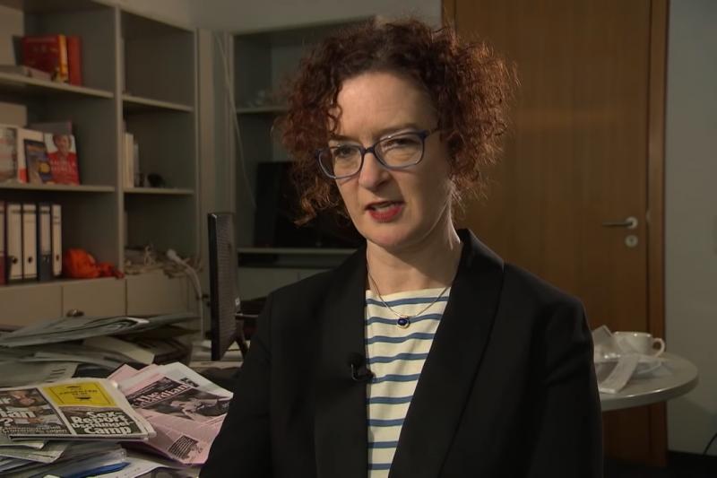 英國衛報資深駐德記者康諾里(Kate Connolly)剛取得德國籍。與許多在歐陸生活的英國人一樣,她對脫歐陣營嗤之以鼻,「每次聽到他們的說法,我都覺得好丟臉」。(圖/ARD @youtube)