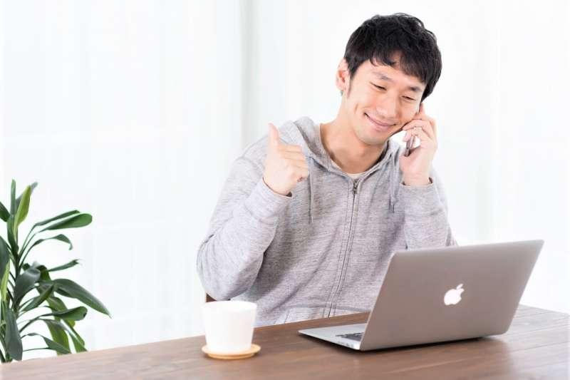 「在家上班」的英文到底是 work at home 還是 work from home 呢?(圖/すしぱく@pakutaso)