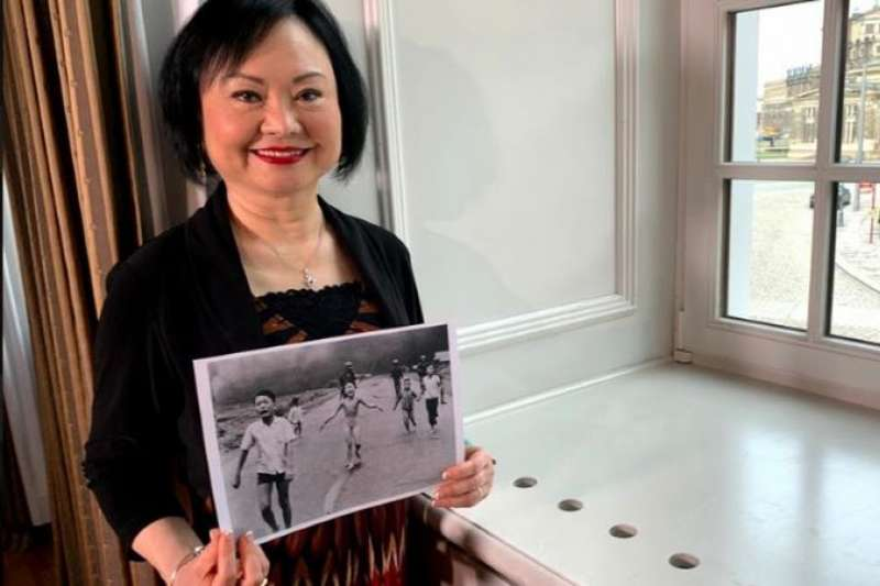 她就是照片上那個裸體奔跑的女孩。回憶越南戰爭,一定會想起這幅照片。今年德累斯頓頒發的國際和平獎授予金福女士,即那個女孩。(德國之聲)