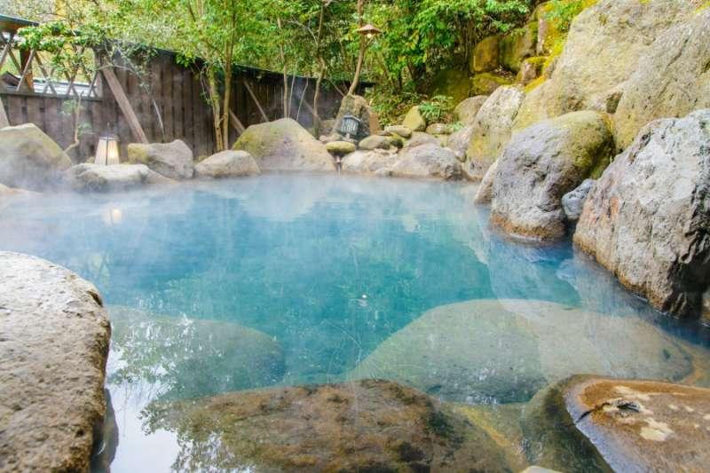 台灣是個溫泉寶島,在特殊地理位置與地形結構下,孕育出非常豐富的溫泉資源,幾乎全台每個縣市都有它的特色「名湯」。(圖/kkday提供)