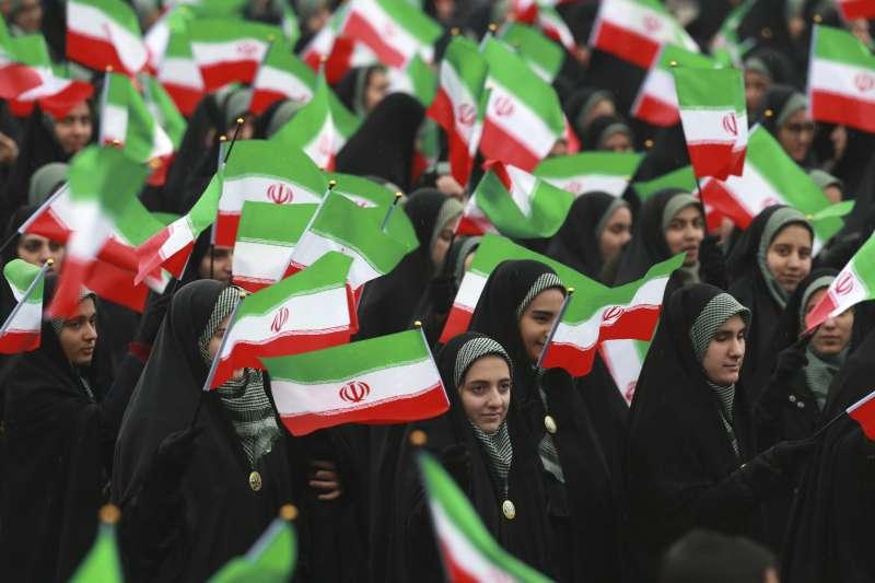 伊朗革命40周年:參與慶祝遊行的伊朗婦女(AP)