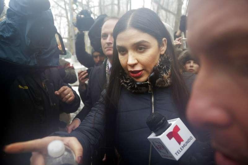 2019年2月12日,墨西哥毒梟古茲曼的29歲妻子艾斯普羅(Emma Coronel Aispuro)出席聆聽陪審團判決。(AP)
