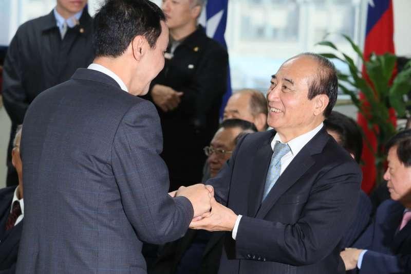 王金平(右)因四道籤助「韓流」有成,準備挑戰總統大位。(柯承惠攝)