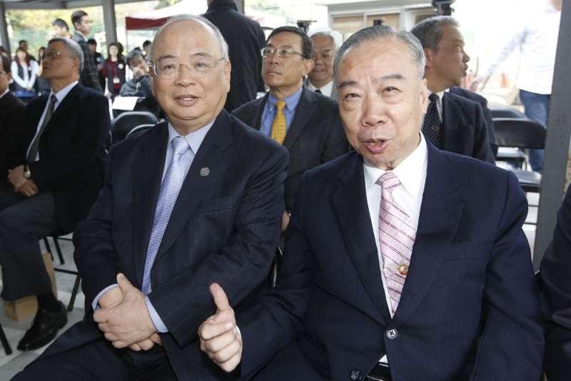 王添盛(右)即將退休,高檢署檢察長的位子勢必在今年底前出缺。(郭晉瑋攝)
