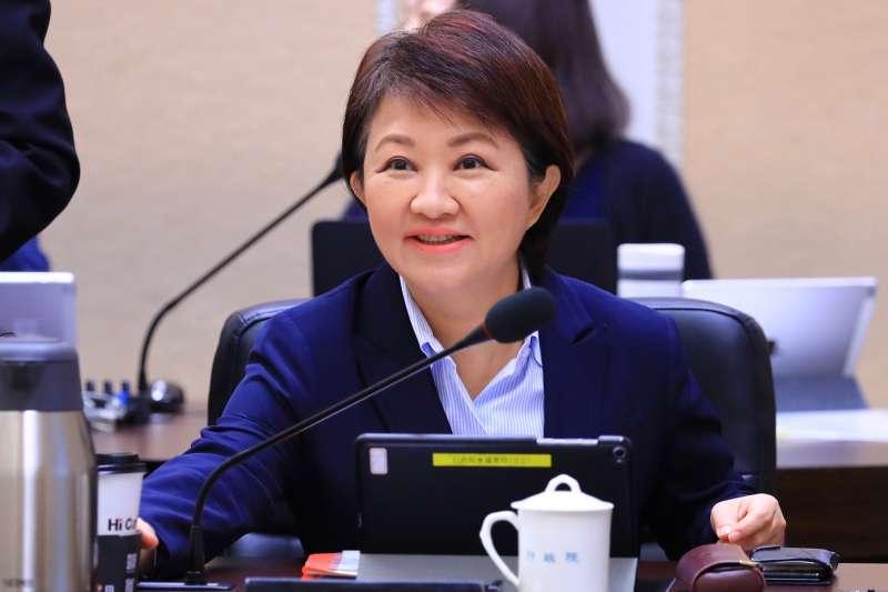 台中市長盧秀燕14日出席行政院會,再次力爭台中火力發電廠四號機組應予以除役,展現改善空污的決心。(台中市政府提供)