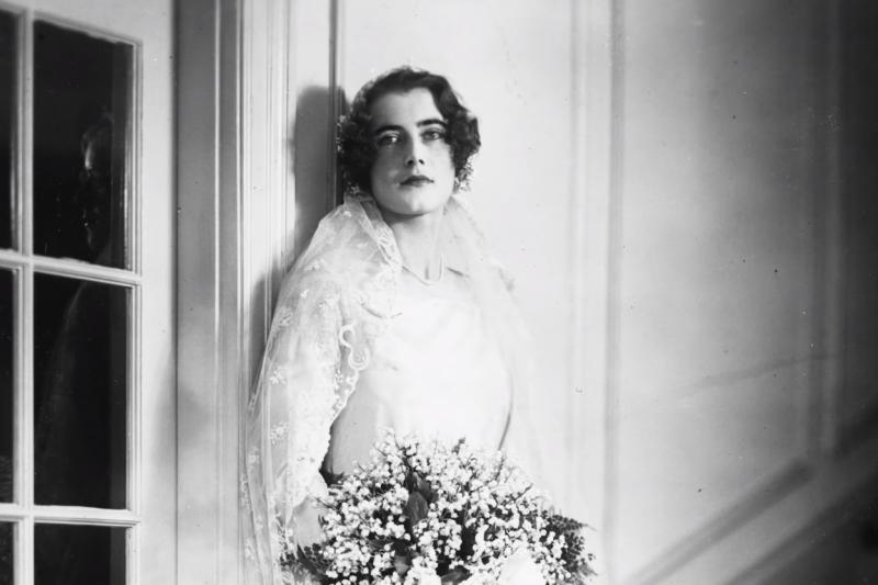 在第二次世界大戰中靠著自己的火辣的身材、大顯身手,為盟軍在北非登陸建立了傑出的功勳。她就是金髮性感女碟——辛西婭。(圖片自Youtube截取)